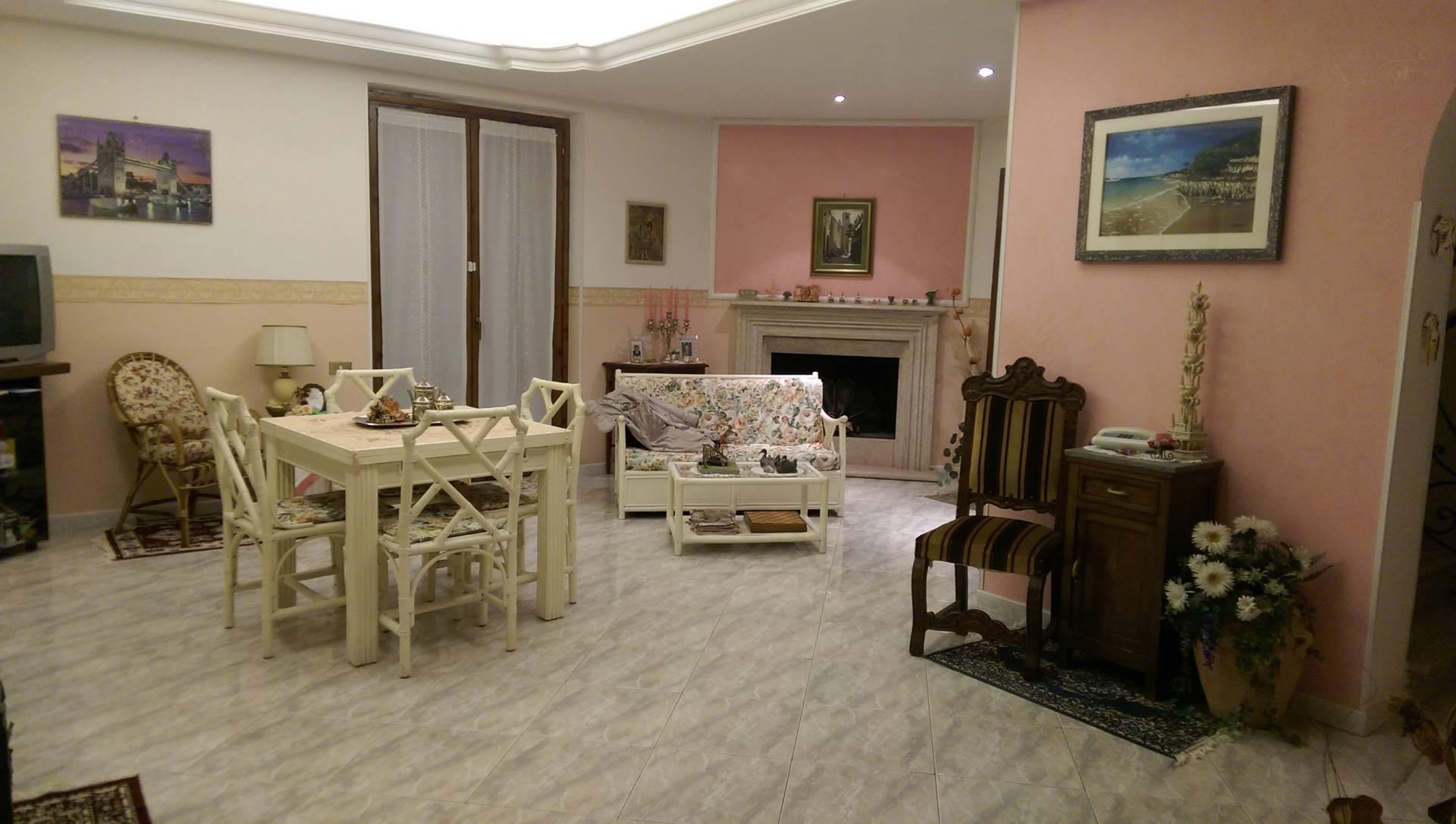 Villa in vendita a Vallerano, 6 locali, prezzo € 210.000 | Cambio Casa.it
