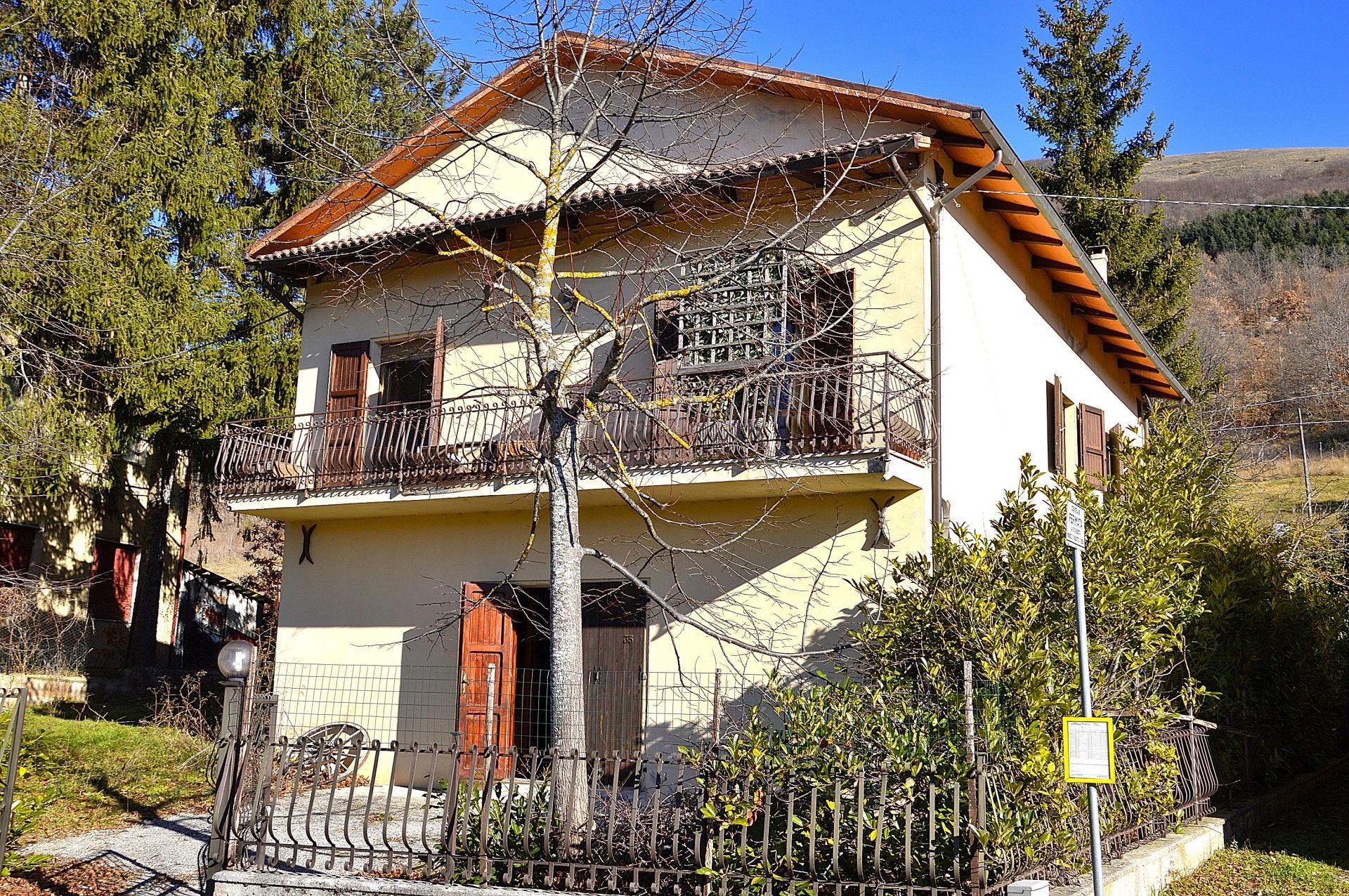 Villa in vendita a Foligno, 6 locali, prezzo € 89.000   Cambio Casa.it