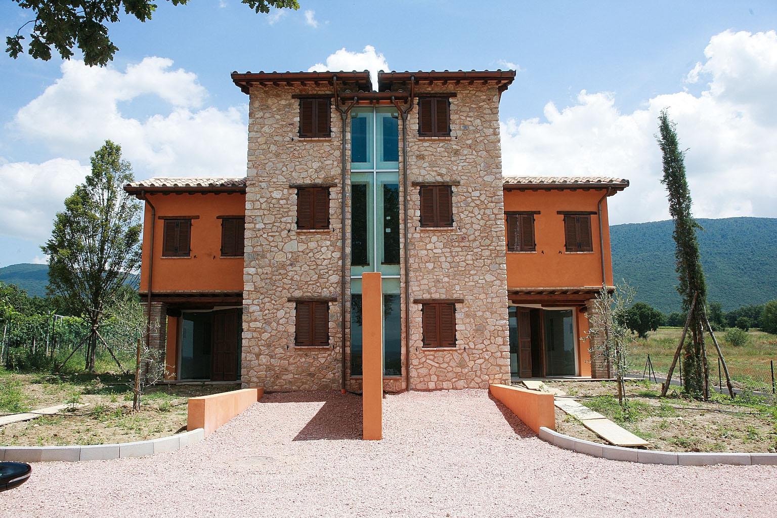 Villa in vendita a Massa Martana, 5 locali, prezzo € 160.000 | Cambio Casa.it