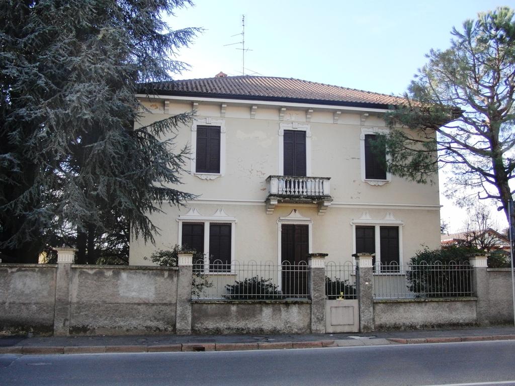 Villa in vendita a Nerviano, 7 locali, prezzo € 290.000 | Cambio Casa.it