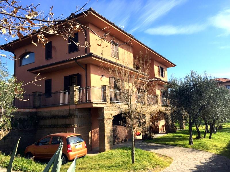 Villa in vendita a Viterbo, 10 locali, zona Zona: Semicentro, prezzo € 450.000 | Cambio Casa.it