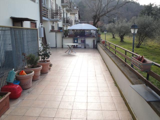 Appartamento in vendita a Vitorchiano, 4 locali, zona Località: Vitorchiano, prezzo € 109.000 | Cambio Casa.it
