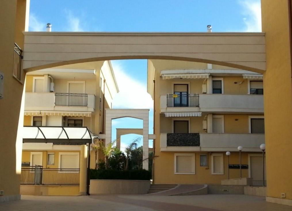 Appartamento in vendita a Carovigno, 5 locali, prezzo € 130.000 | Cambio Casa.it
