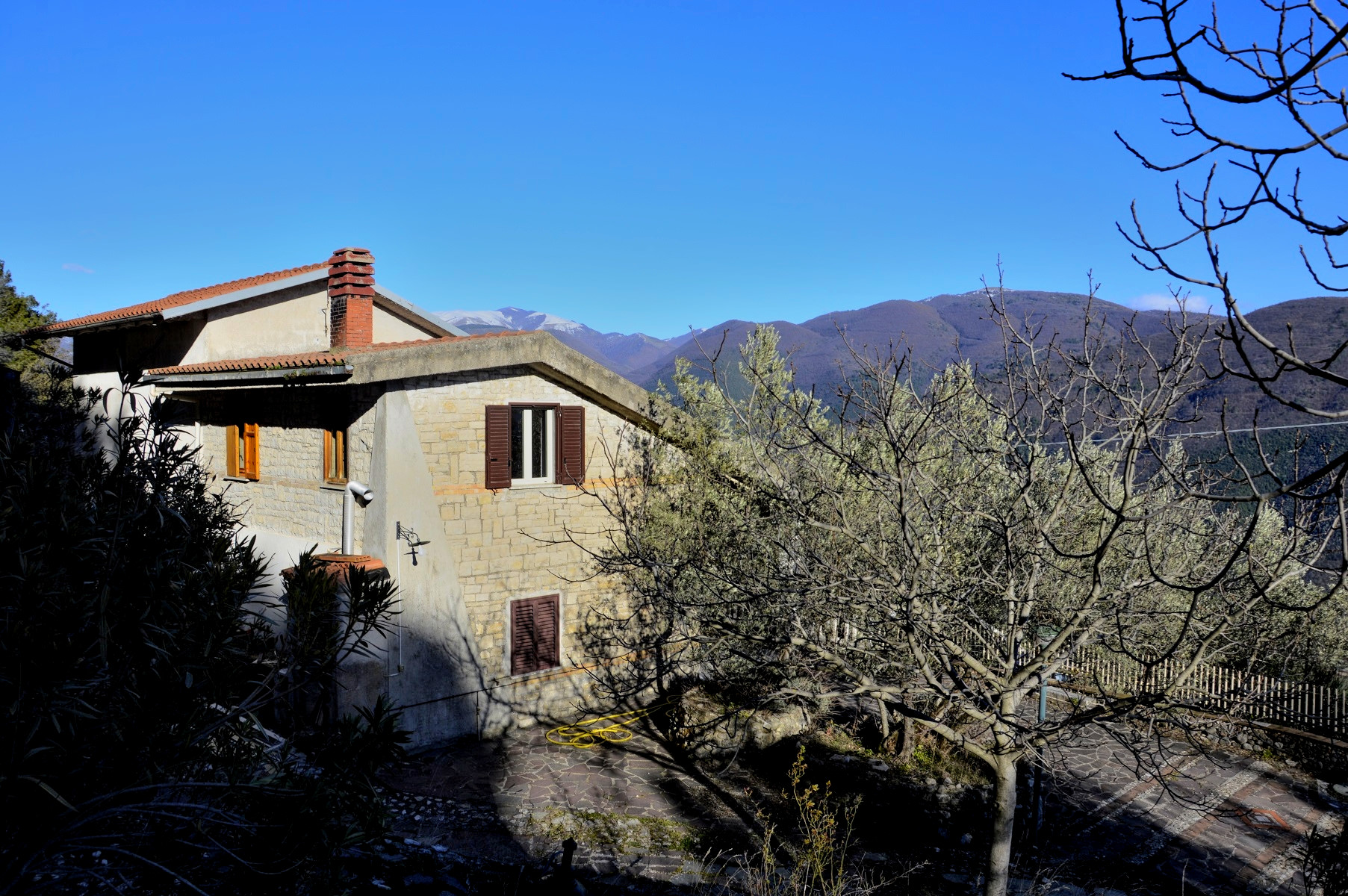 Villa in vendita a Terni, 4 locali, prezzo € 87.000 | Cambio Casa.it