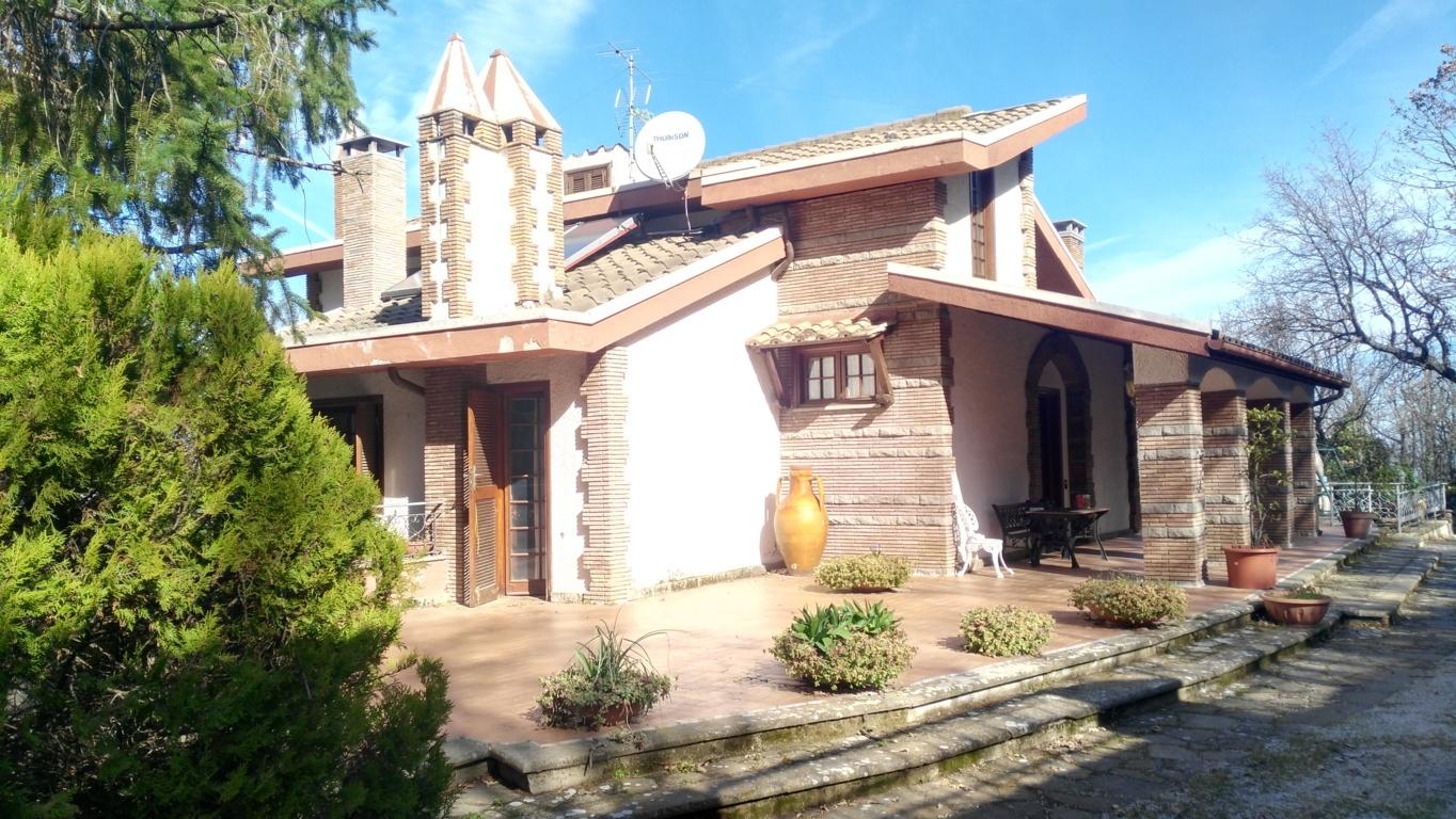 Villa in vendita a Viterbo, 20 locali, zona Zona: Bagnaia, prezzo € 490.000 | Cambio Casa.it