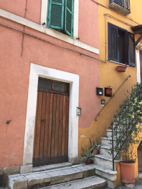Appartamento in vendita a Civita Castellana, 4 locali, zona Località: CentroStorico, prezzo € 33.000 | CambioCasa.it