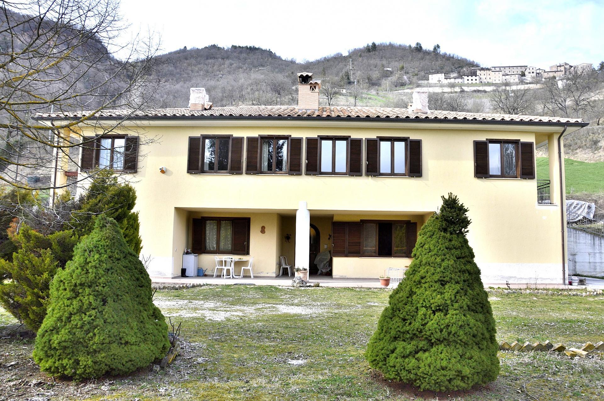 Rustico / Casale in vendita a Sellano, 16 locali, zona Zona: Postignano, prezzo € 399.000 | Cambio Casa.it