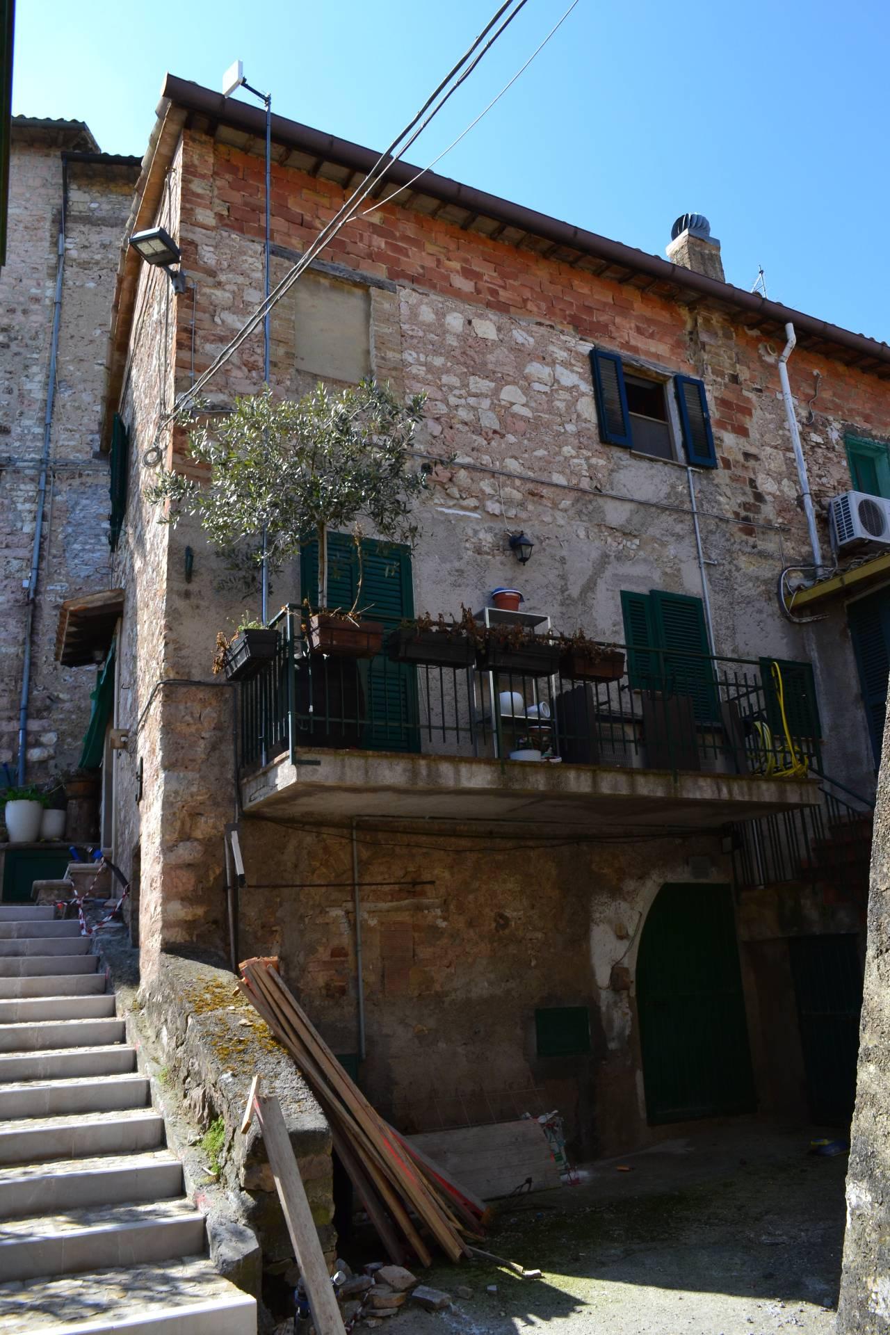 Appartamento in vendita a Giano dell'Umbria, 3 locali, prezzo € 27.000 | Cambio Casa.it
