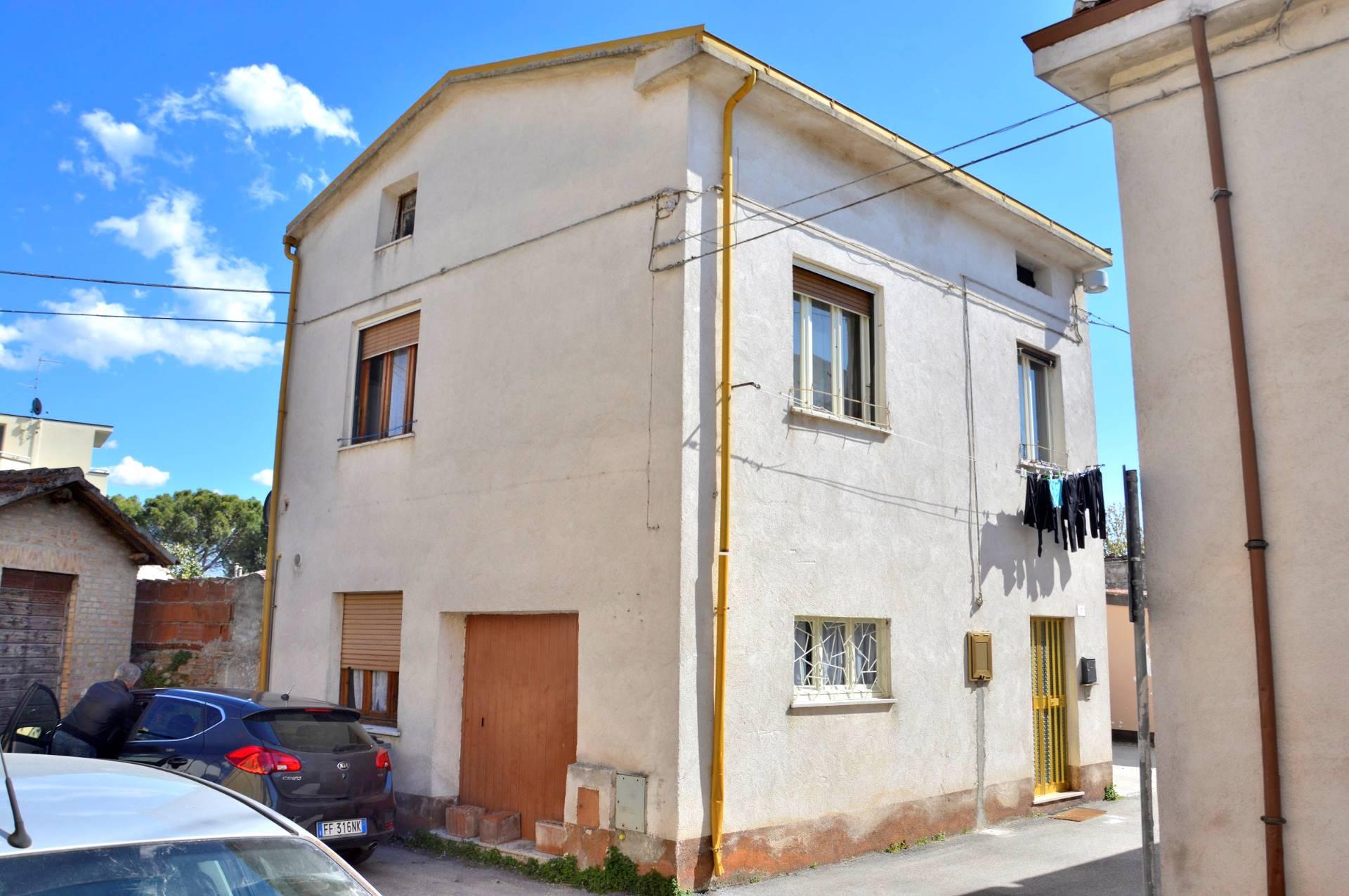 Soluzione Indipendente in vendita a Foligno, 3 locali, prezzo € 85.000 | Cambio Casa.it