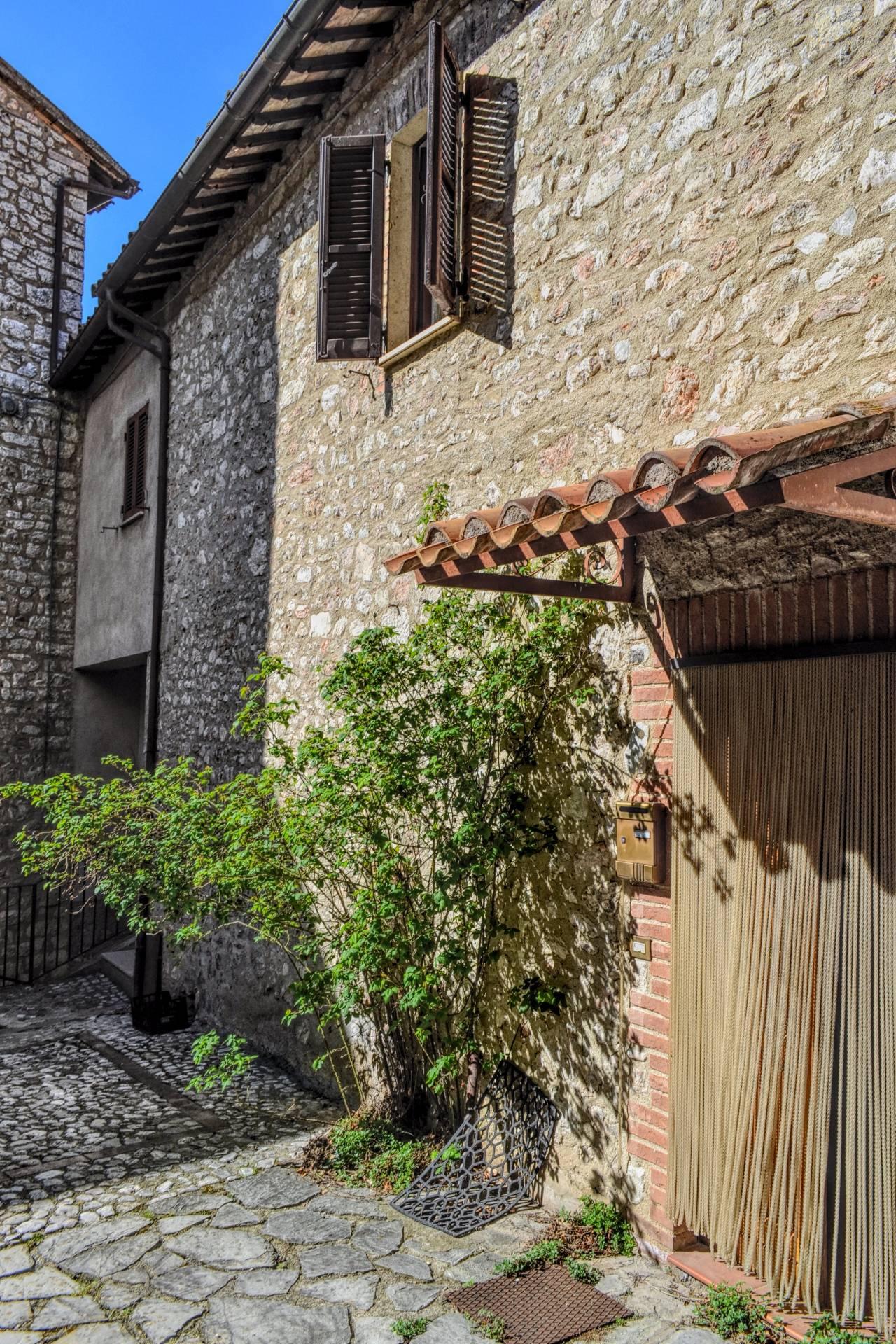 Rustico / Casale in vendita a Vallo di Nera, 5 locali, zona Zona: Meggiano, prezzo € 69.000 | CambioCasa.it