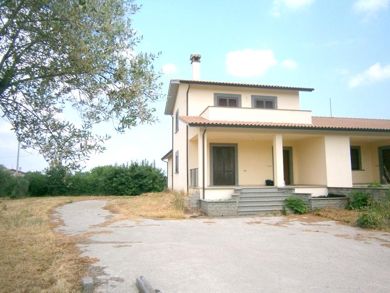 Villa in vendita a Viterbo, 4 locali, zona Zona: Bagnaia, prezzo € 290.000 | Cambio Casa.it