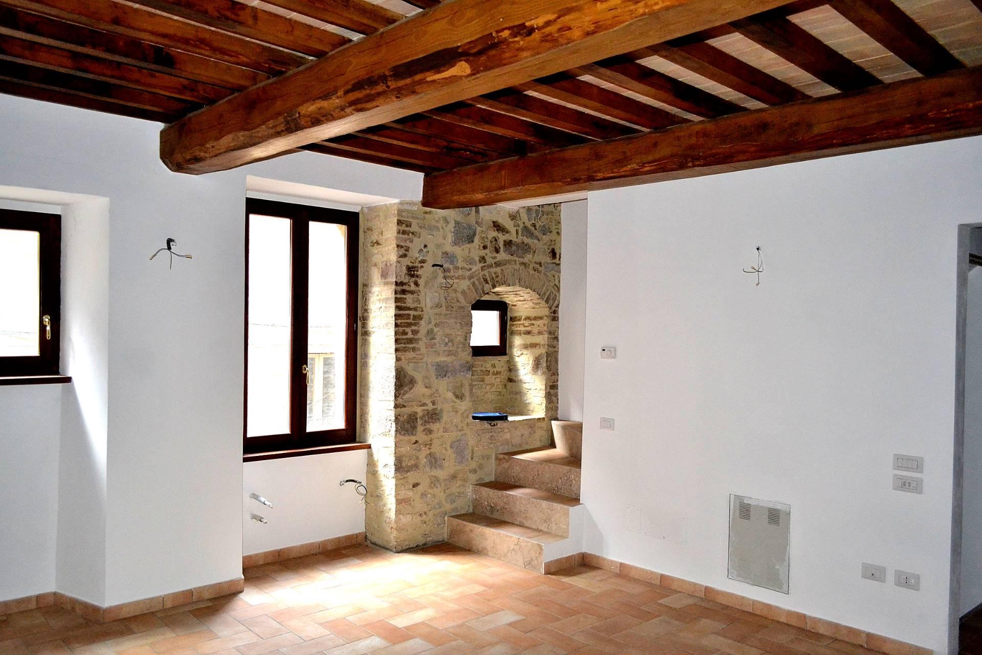 Appartamento in vendita a Gualdo Cattaneo, 3 locali, prezzo € 65.000 | Cambio Casa.it