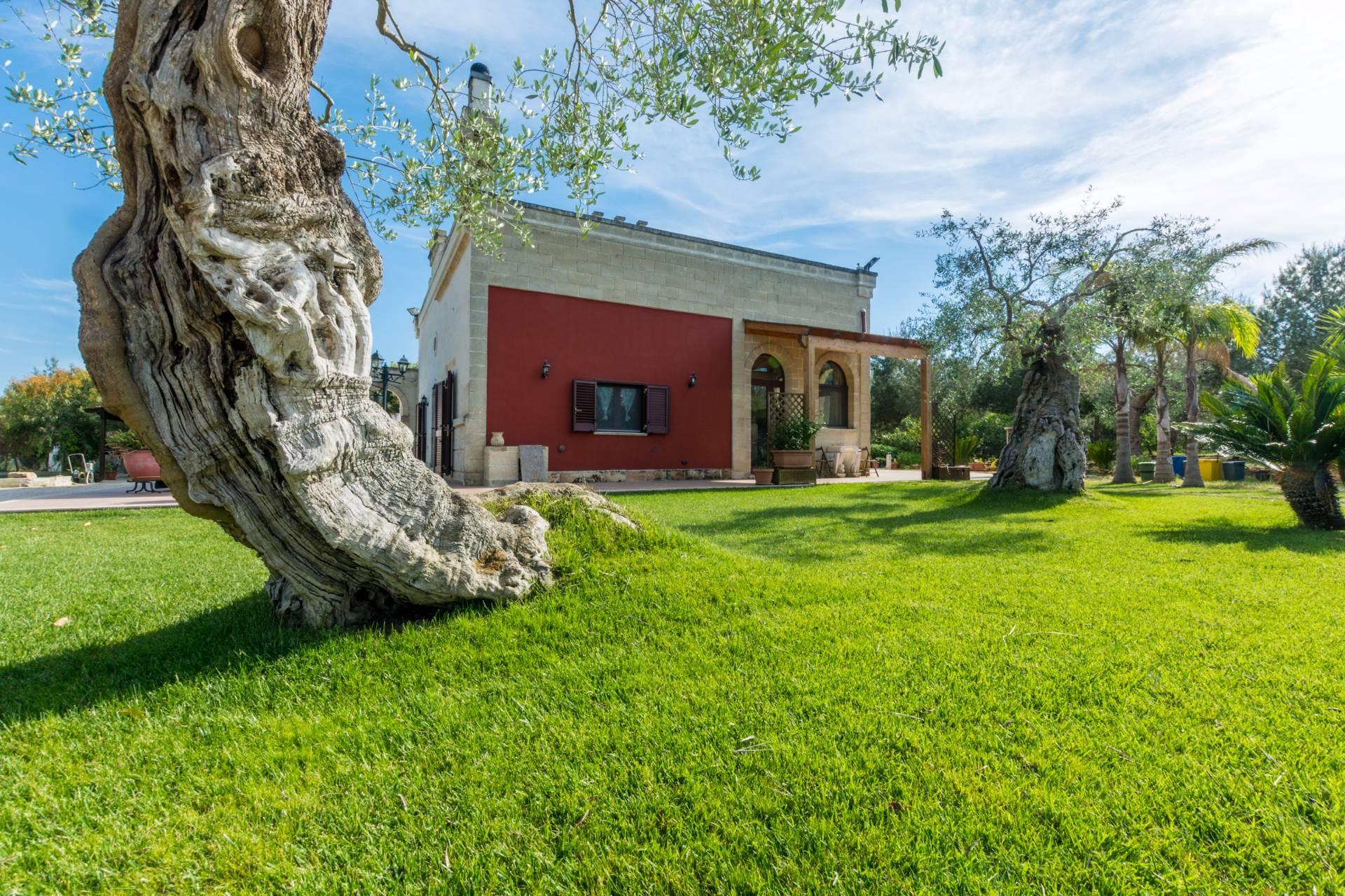 Villa in vendita a Mesagne, 5 locali, prezzo € 279.000 | Cambio Casa.it