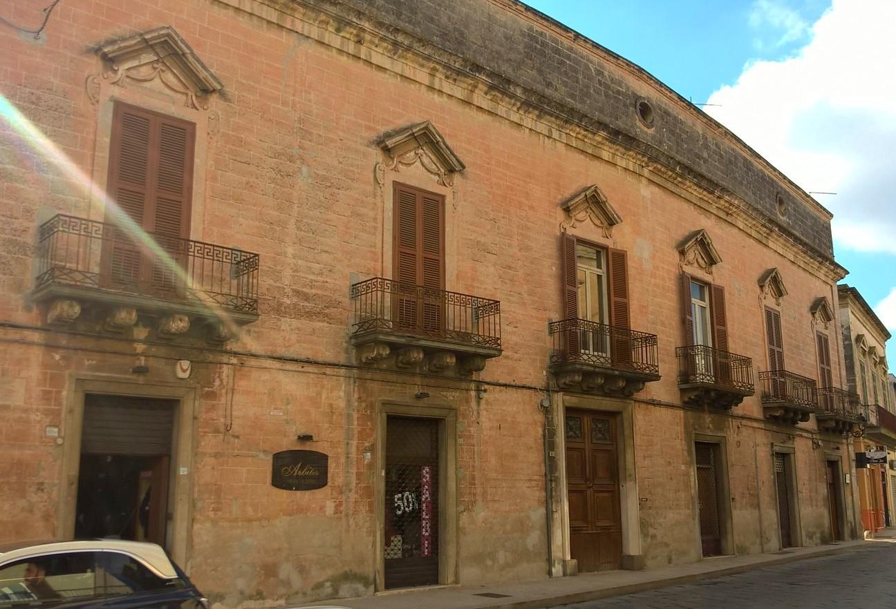 Palazzo / Stabile in Vendita a Manduria