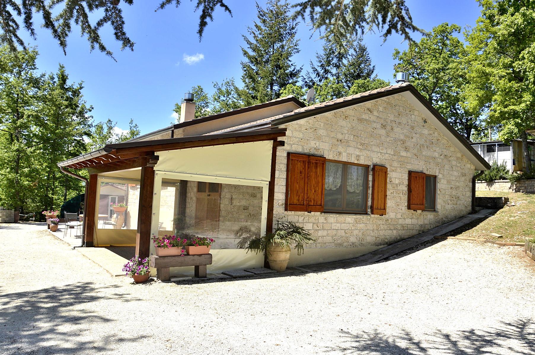 Villa in vendita a Sellano, 4 locali, prezzo € 210.000 | Cambio Casa.it