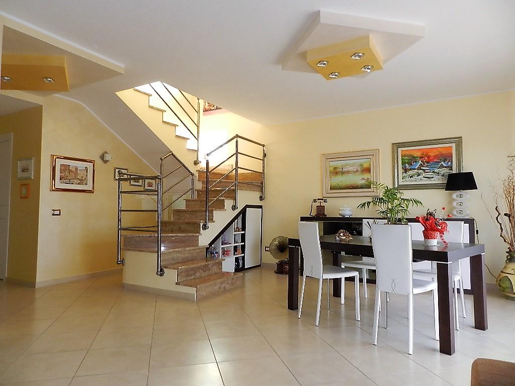 Villa in vendita a Civitavecchia, 4 locali, prezzo € 480.000 | Cambio Casa.it