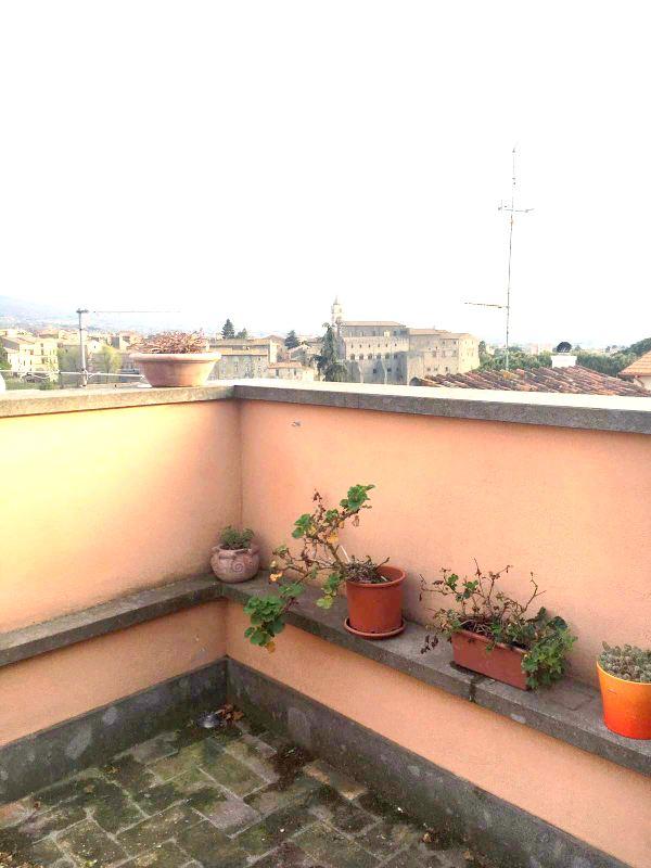 Bilocale Viterbo Piazza Della Trinità 5