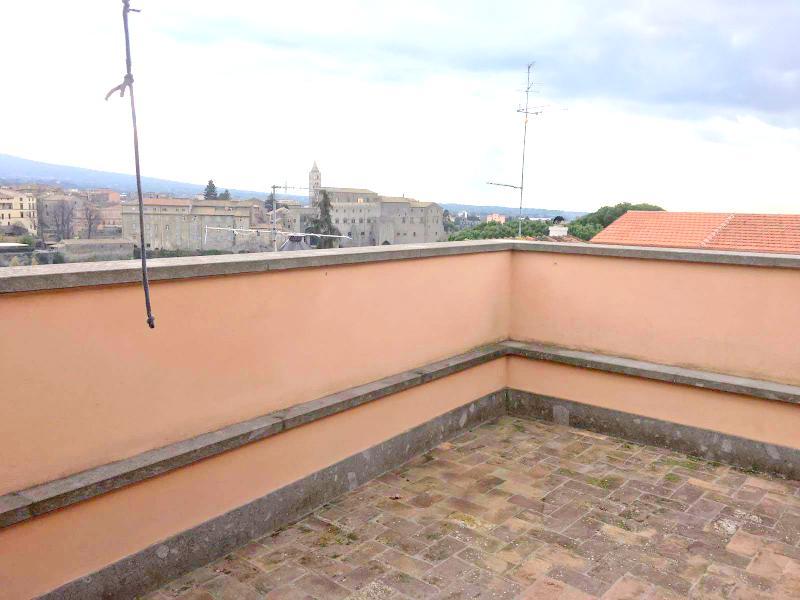 Bilocale Viterbo Piazza Della Trinità 6