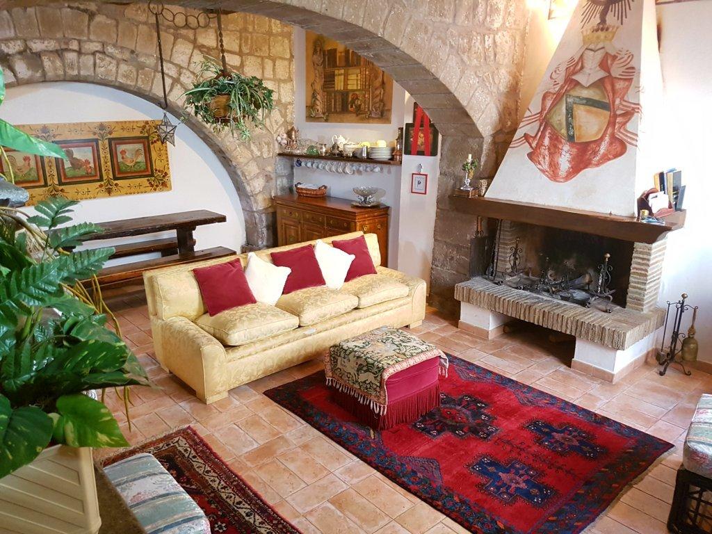 Appartamento in vendita a Viterbo, 5 locali, zona Zona: Centro, prezzo € 149.000   CambioCasa.it