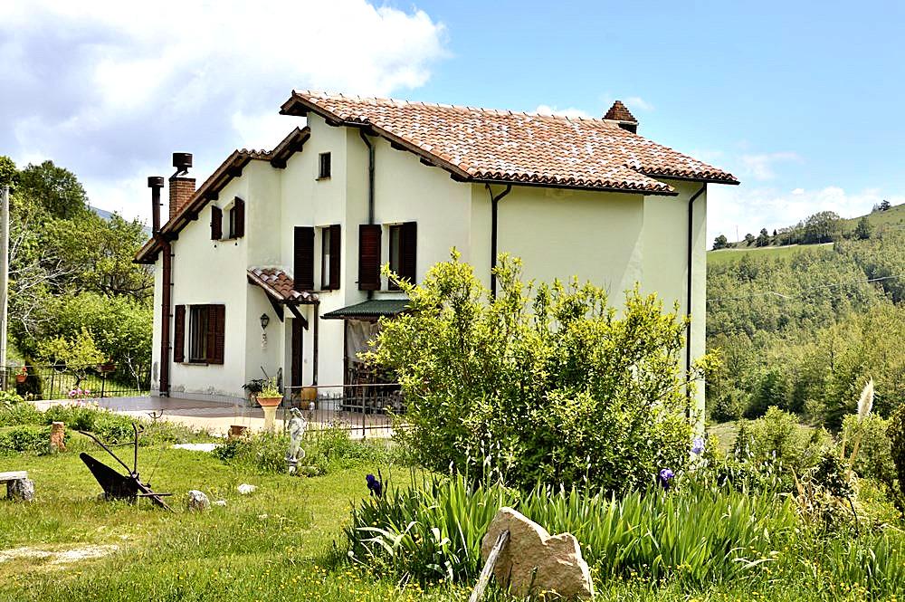Villa in vendita a Foligno, 12 locali, prezzo € 219.000   Cambio Casa.it