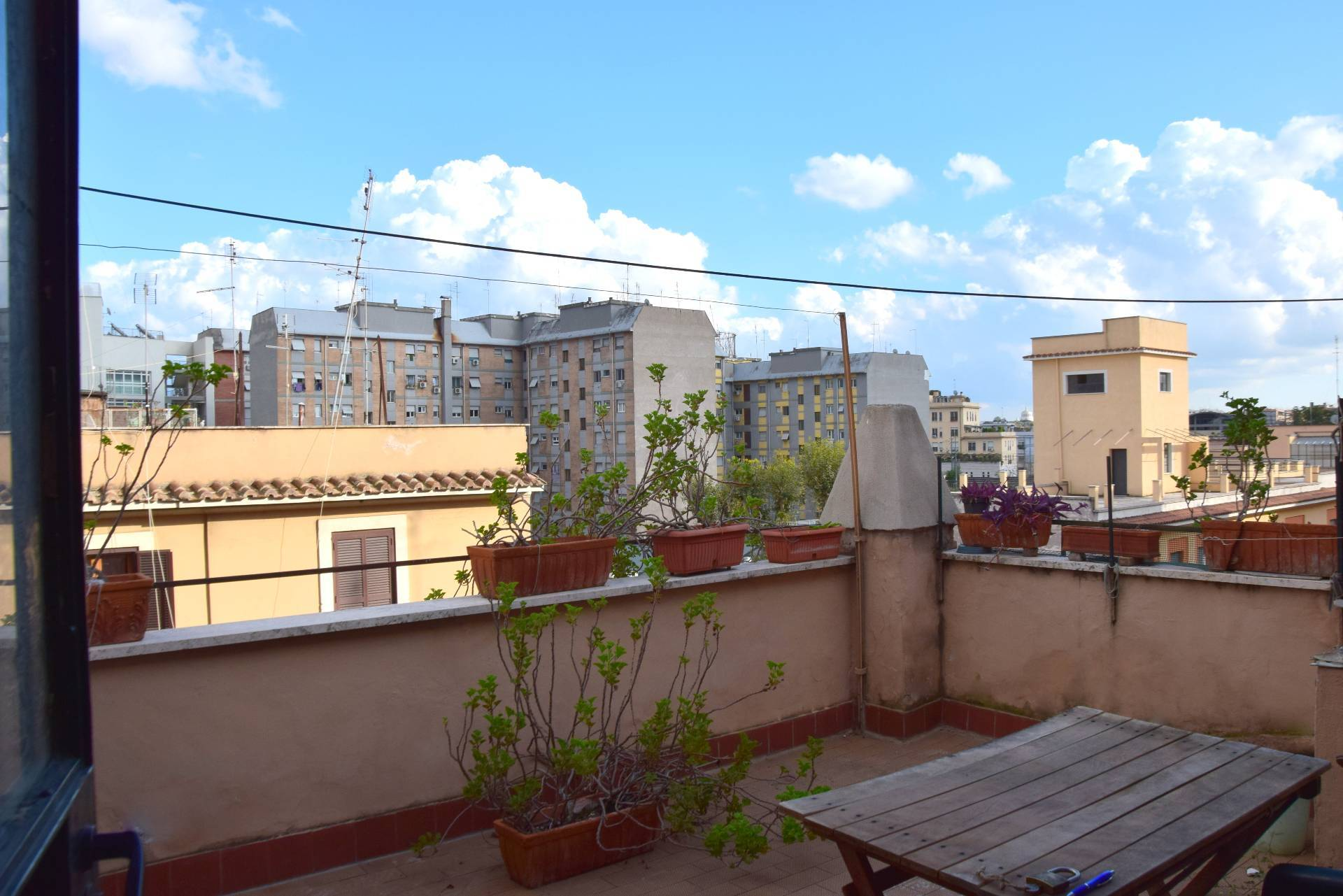 Cbi053 308 castaldi attico locazione attico in affitto a for Affitto uffici roma trastevere