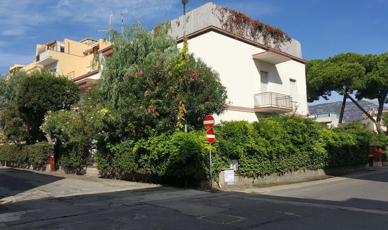 Appartamenti con due camere a terracina for Appartamenti con due camere matrimoniali