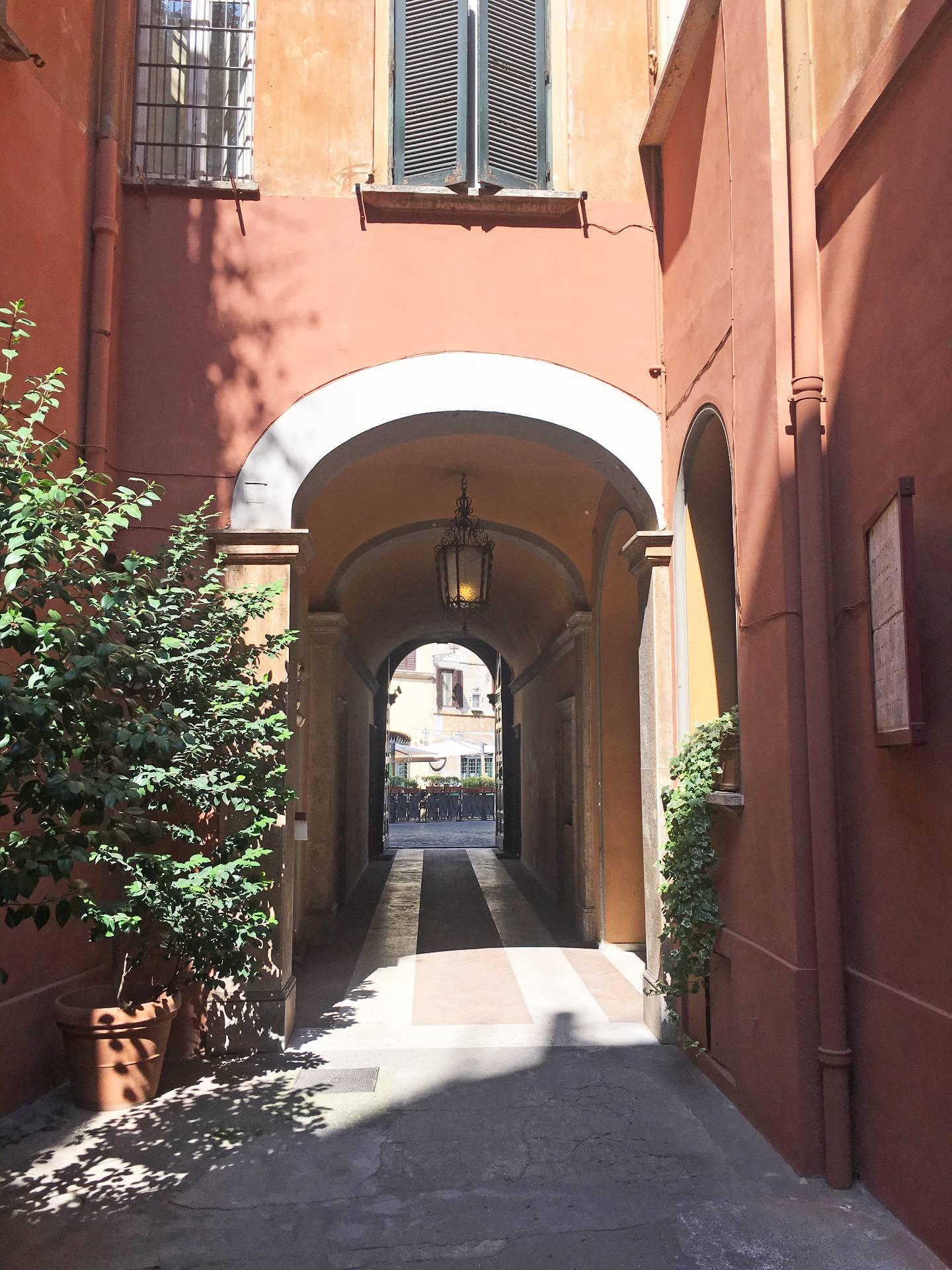 Cbi072 ex816 appartamento in affitto a roma centro for Affitto ufficio centro storico roma