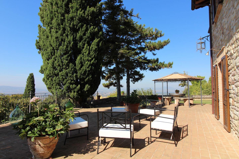 Cbi060 29340 villa singola in vendita a assisi viole for Piani di piccola fattoria avvolgono portico