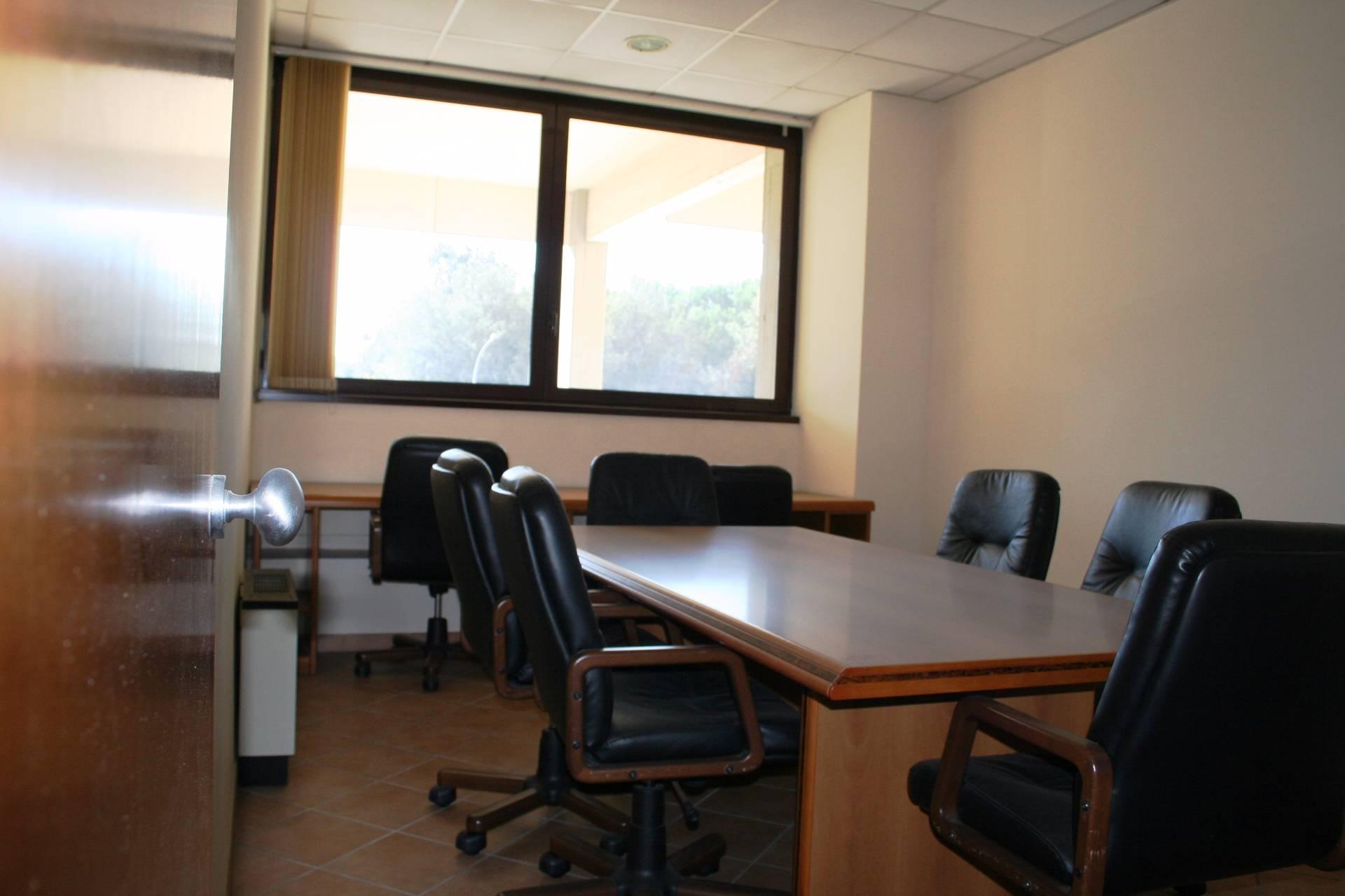 Cbi082 394 51938 ufficio in vendita a roma spinaceto for Vendita ufficio roma