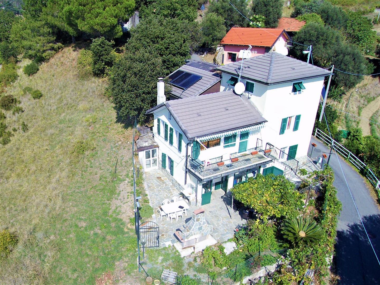 Soluzione Indipendente in affitto a Arenzano, 9 locali, prezzo € 1.300 | CambioCasa.it