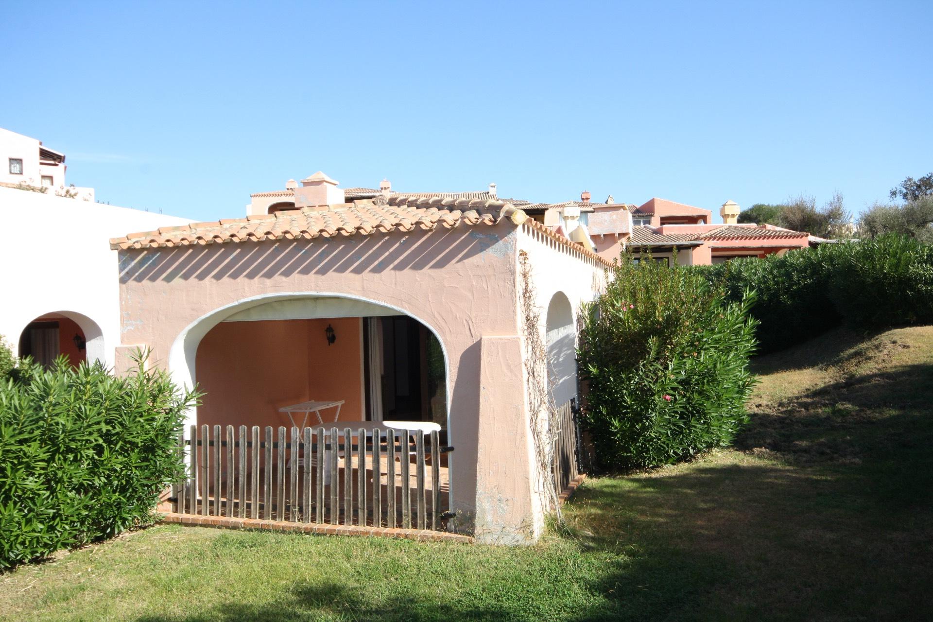 Cbi040 ol00012fb casa semindipendente in vendita a for Centro divani olbia