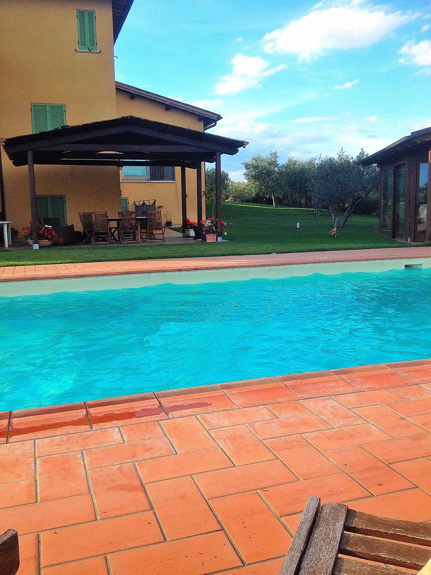 Villa in vendita a Montefalco, 20 locali, prezzo € 690.000 | CambioCasa.it