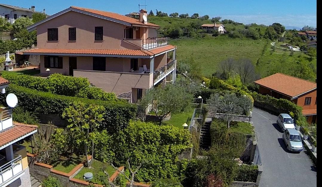 Villa in vendita a Castelnuovo di Porto, 8 locali, prezzo € 259.000 | CambioCasa.it