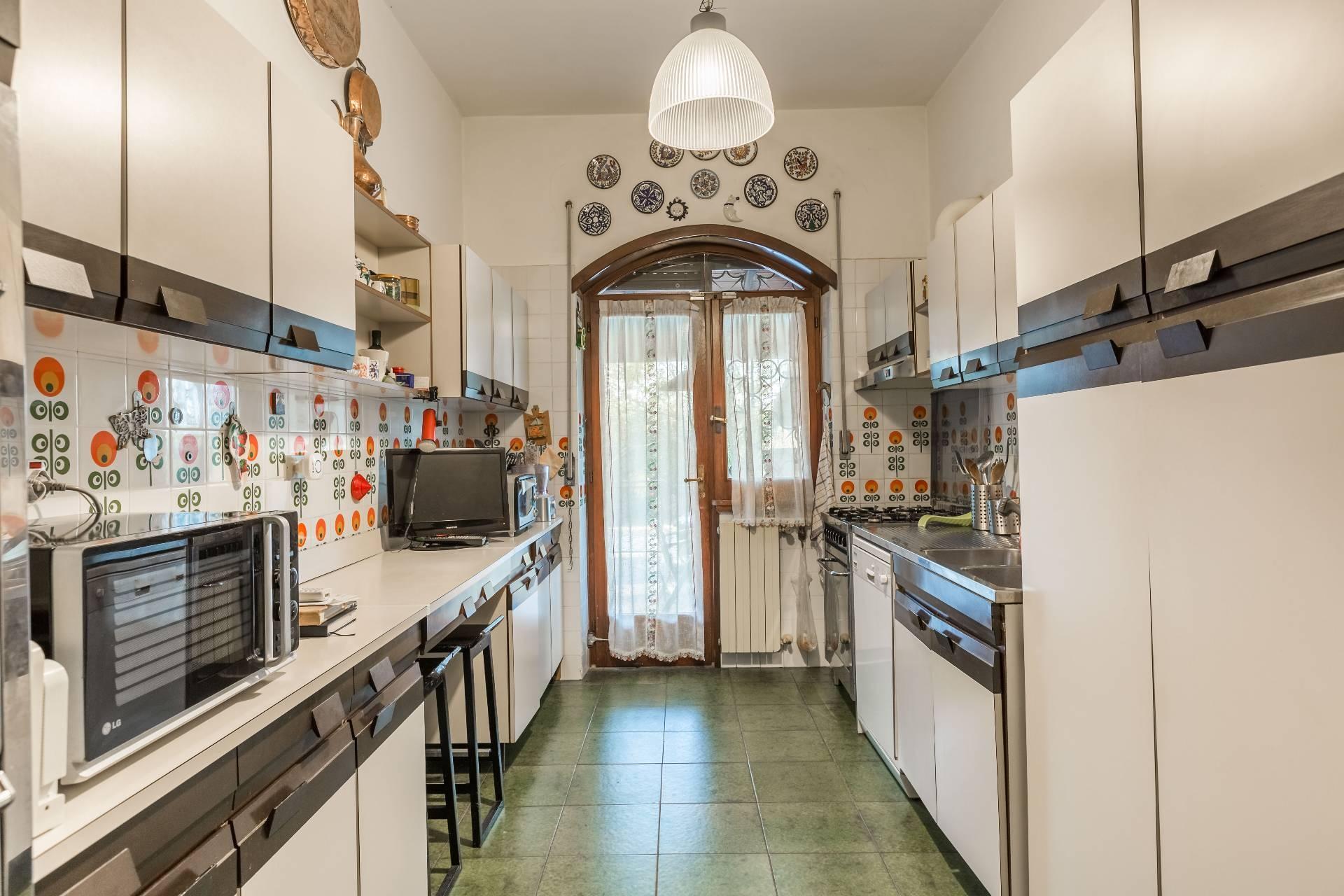 Cbi072 ex913 casa indipendente in vendita a roma for Cucina a bovindo