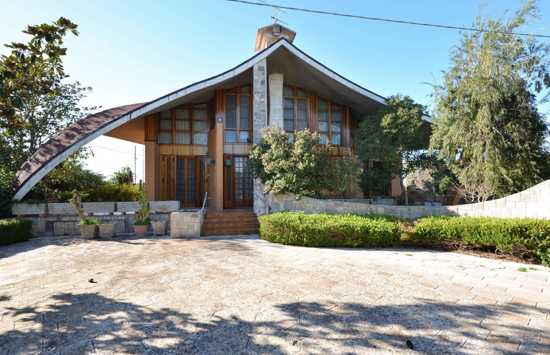 Villa in vendita a Parabita, 7 locali, prezzo € 325.000 | CambioCasa.it