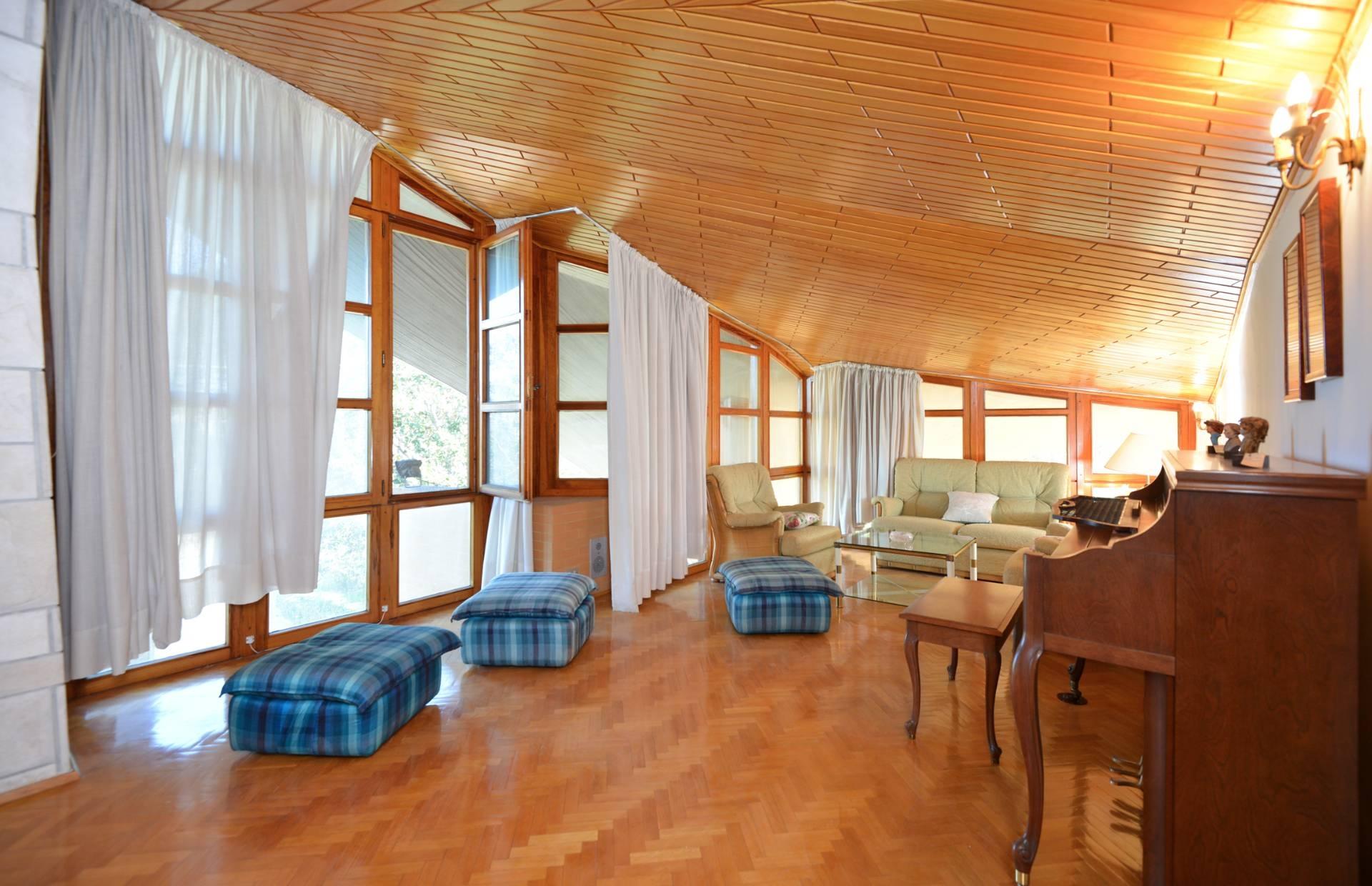 Villa in vendita a Parabita, 7 locali, prezzo € 279.000   CambioCasa.it