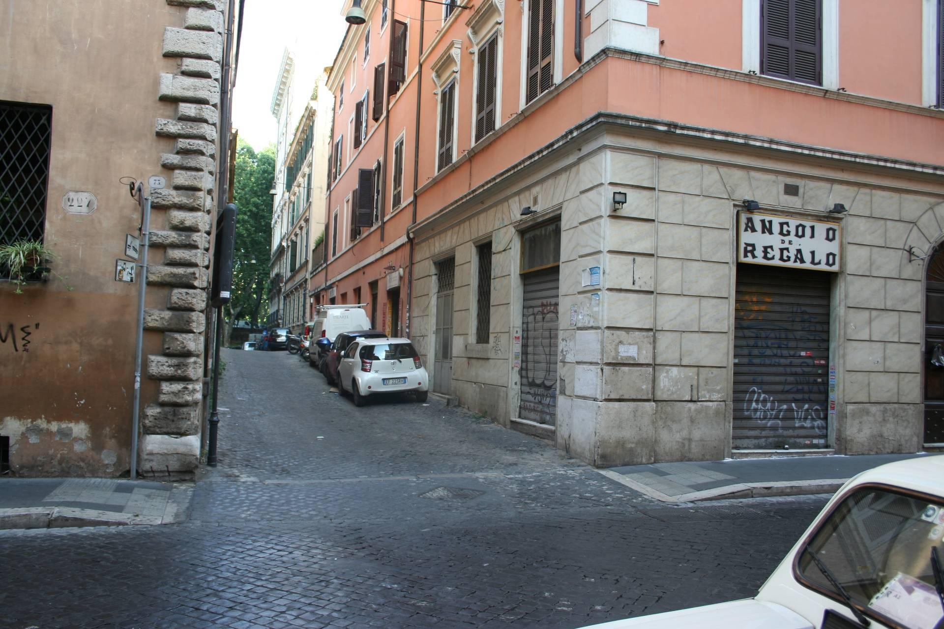 Rif 51981 negozio in affitto a roma centro storico for Locali commerciali roma centro affitto