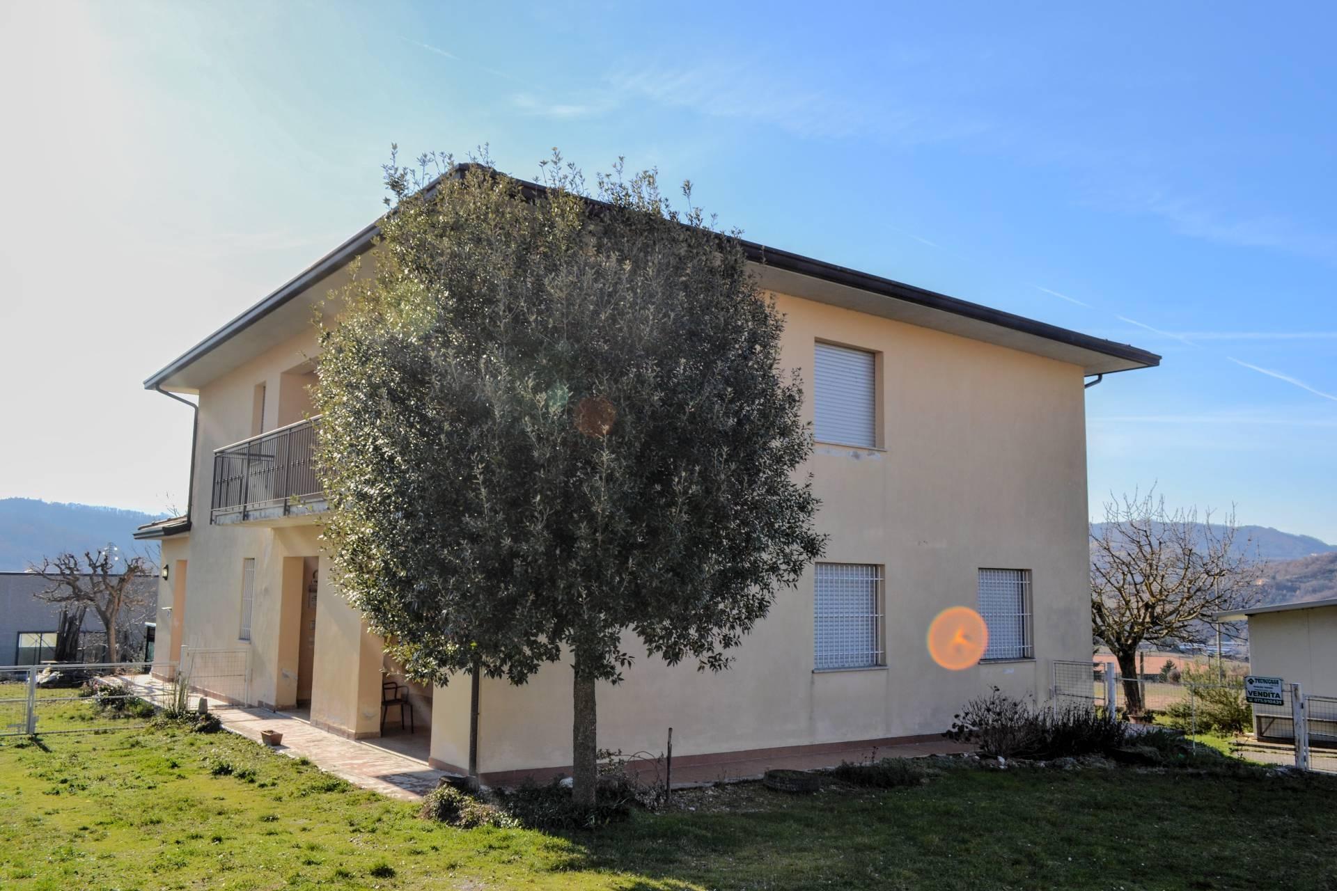 Soluzione Indipendente in vendita a Nocera Umbra, 10 locali, prezzo € 115.000   CambioCasa.it