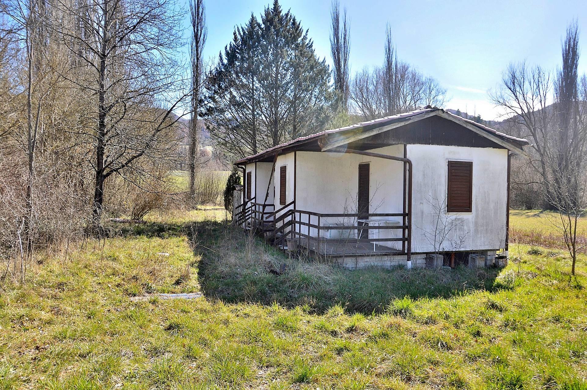 Cbi057 315 casetta con terreno casa indipendente in for Casetta con avvolgente portico