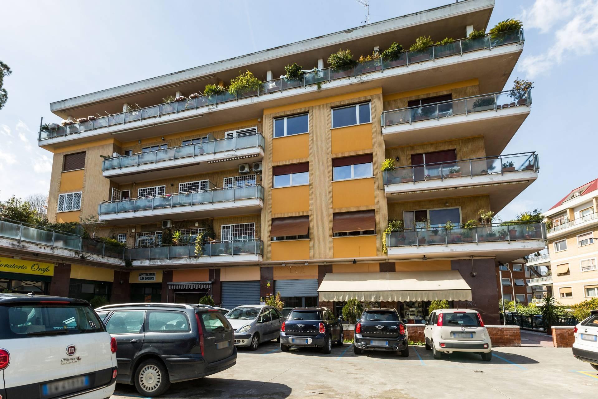 Cbi038 644 19 negozio in affitto a roma cassia for Immobili c1 roma