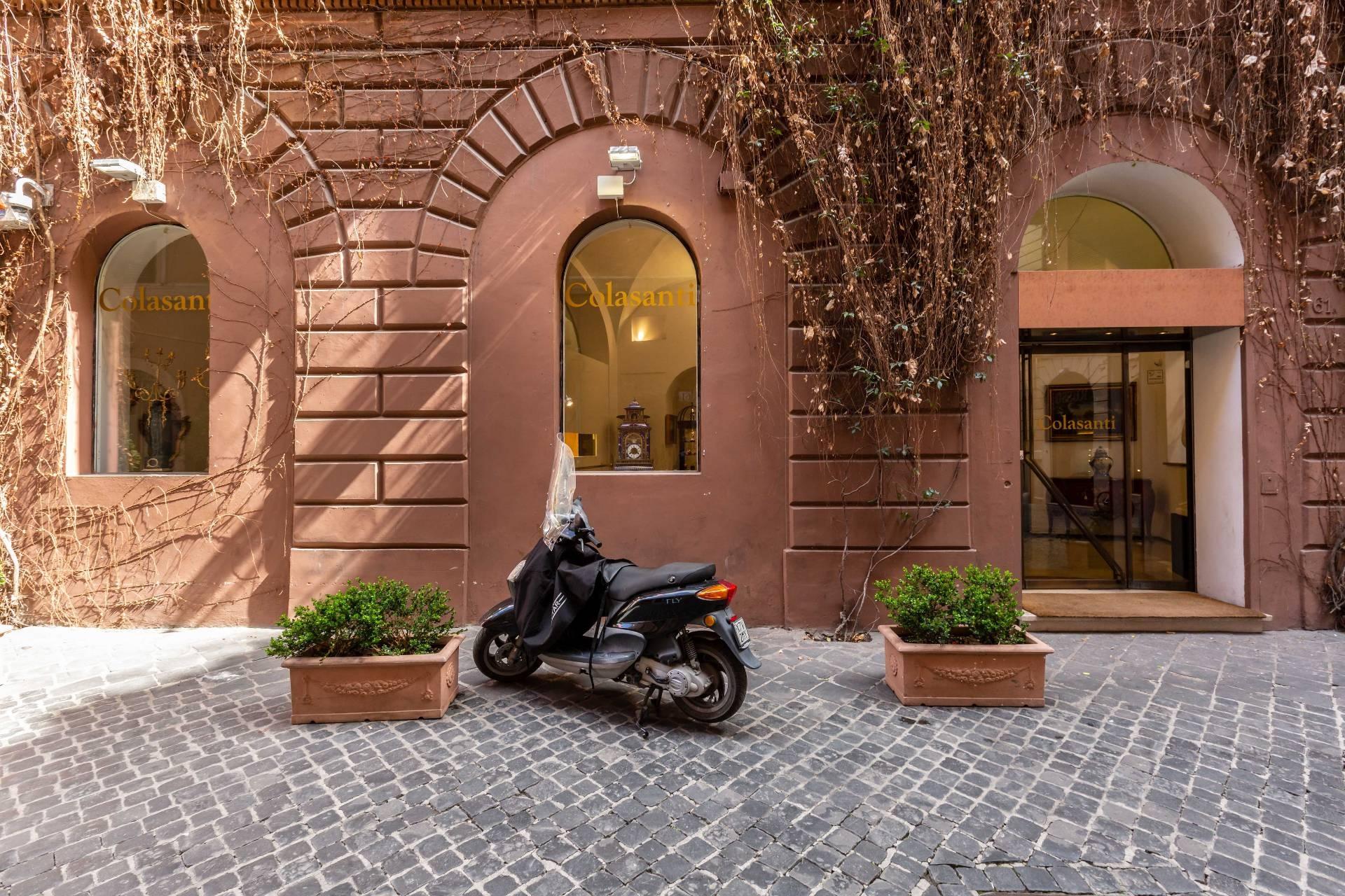 Cbi100 43521pq negozio in affitto a roma centro for Affitto ufficio centro storico roma