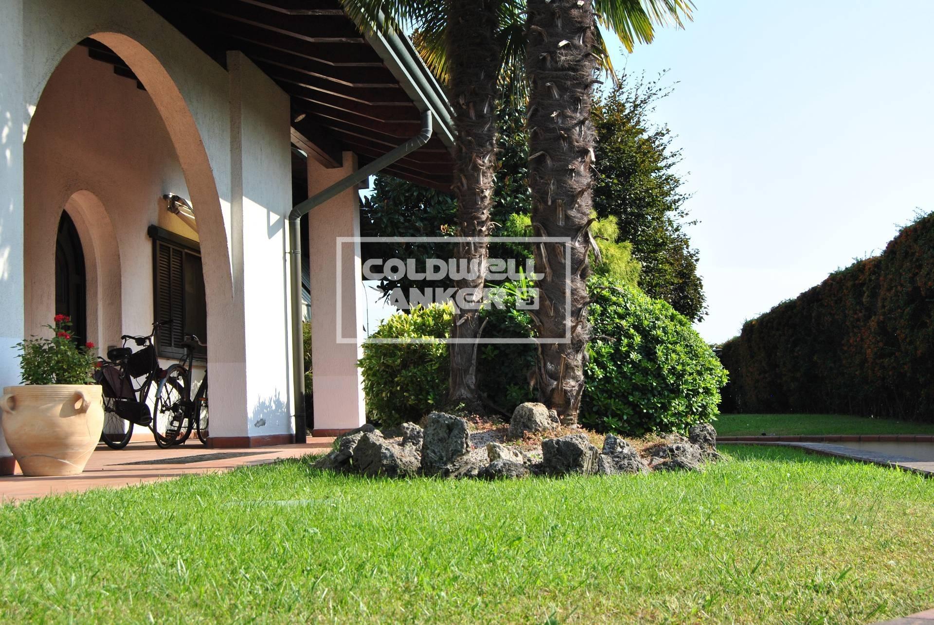 Villa in vendita a Arconate, 6 locali, prezzo € 580.000 | CambioCasa.it