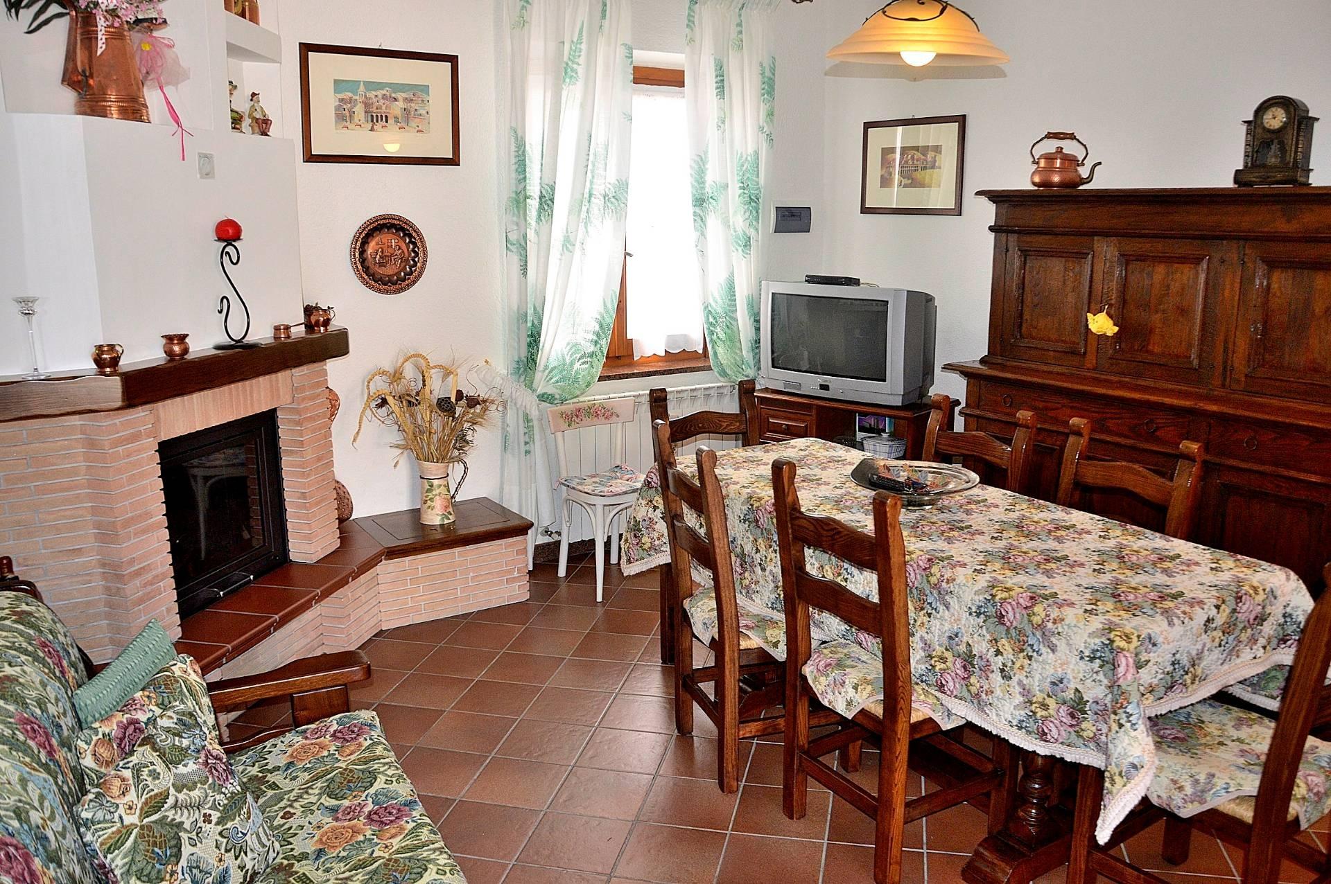 Appartamento in vendita a Sellano, 3 locali, zona Località: Villamagina, prezzo € 53.000 | CambioCasa.it