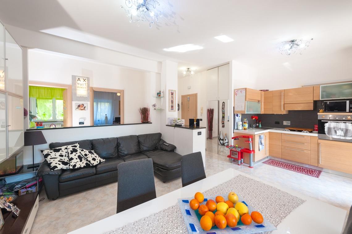 vendita appartamento genova sestri ponente  130000 euro  4 locali  80 mq