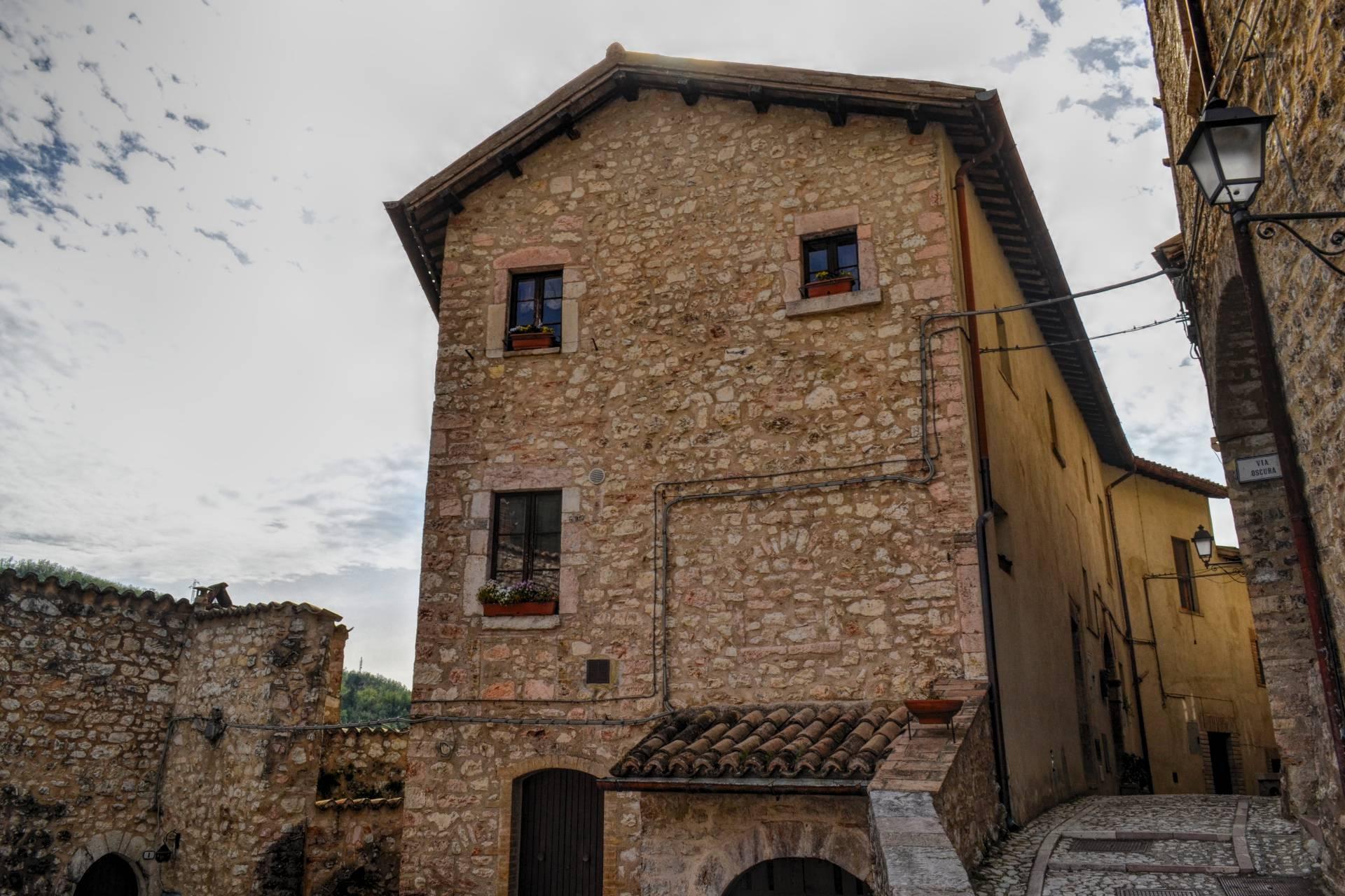 Appartamento in vendita a Vallo di Nera, 4 locali, zona Località: VallodiNera, prezzo € 65.000   CambioCasa.it