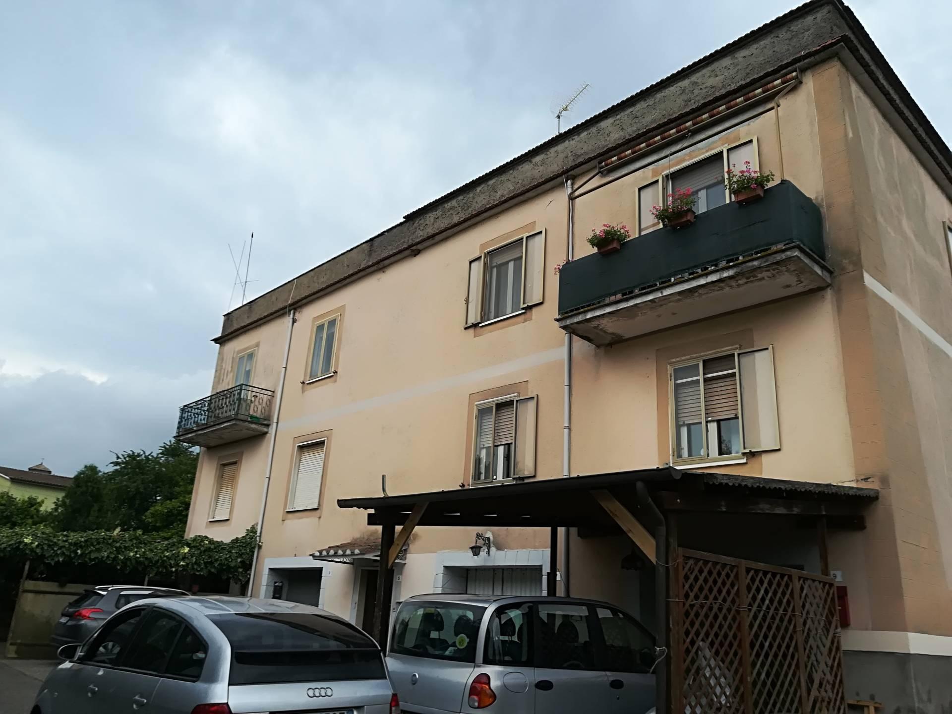 Appartamento in vendita a Vitorchiano, 3 locali, zona Località: Vitorchiano, prezzo € 105.000 | CambioCasa.it