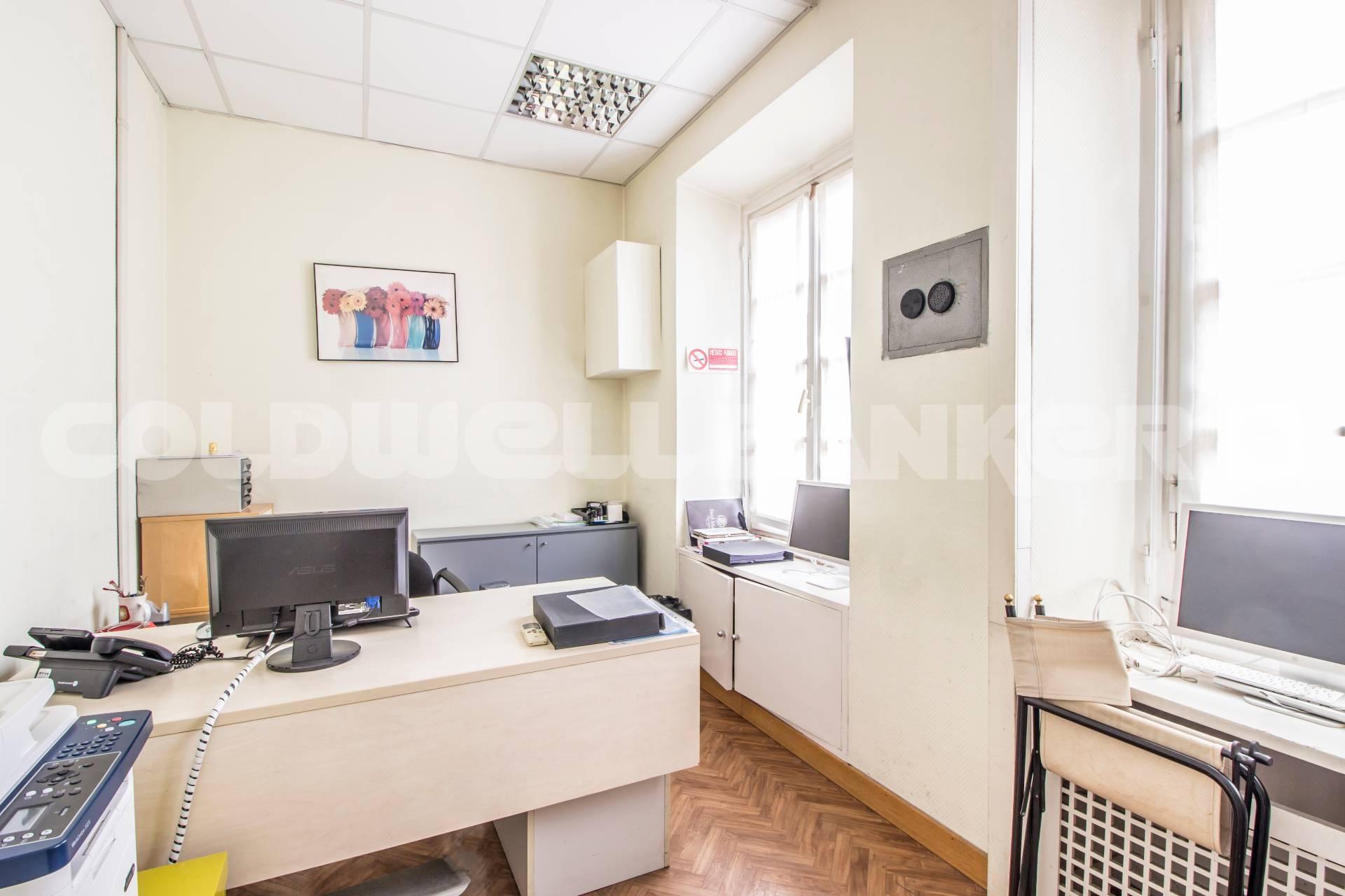 Cbi072 ex1070 ufficio in affitto a roma flaminio for Affitto postazione ufficio roma