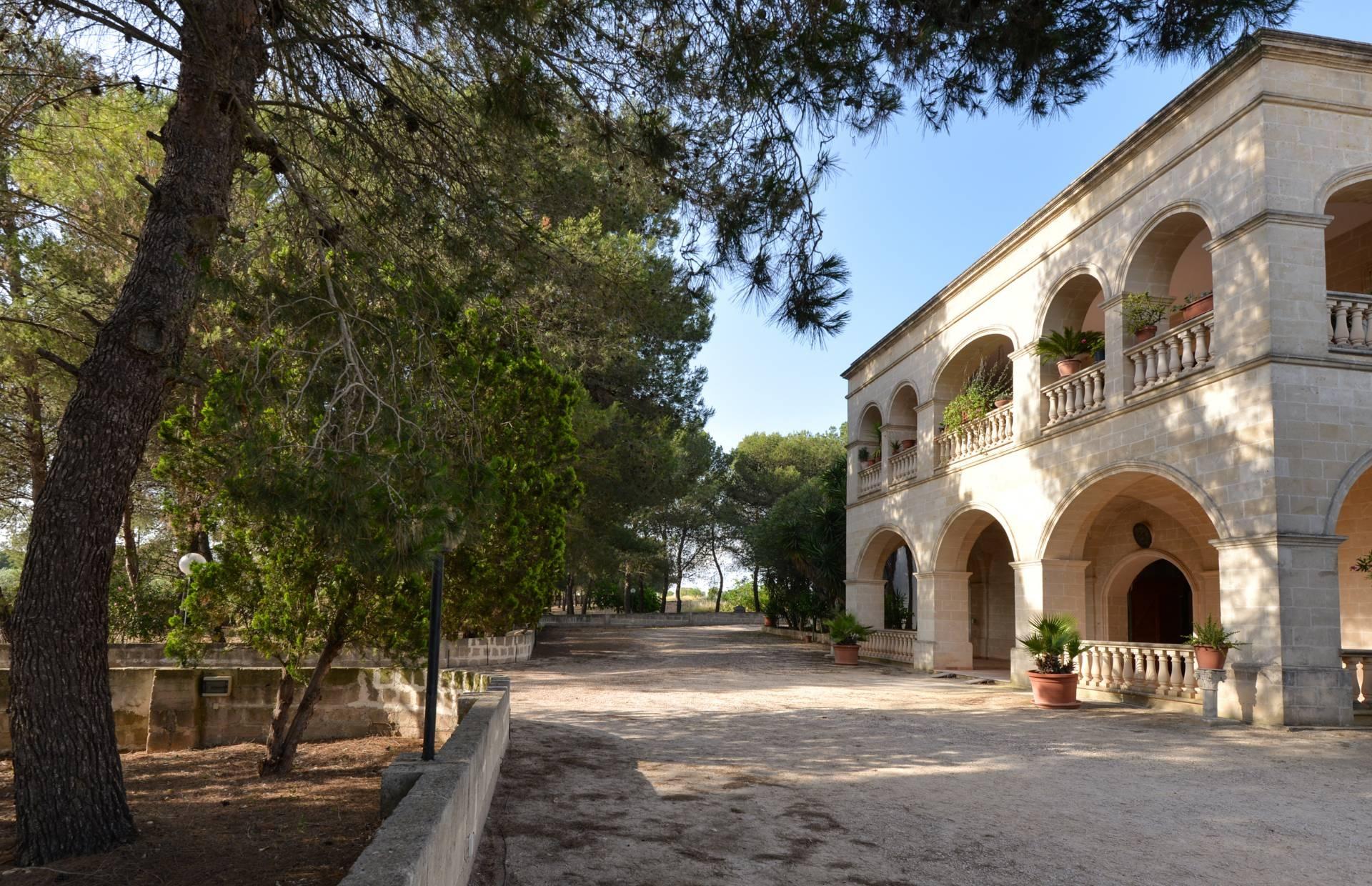 Rustico / Casale in vendita a Sava, 10 locali, prezzo € 2.300.000 | CambioCasa.it