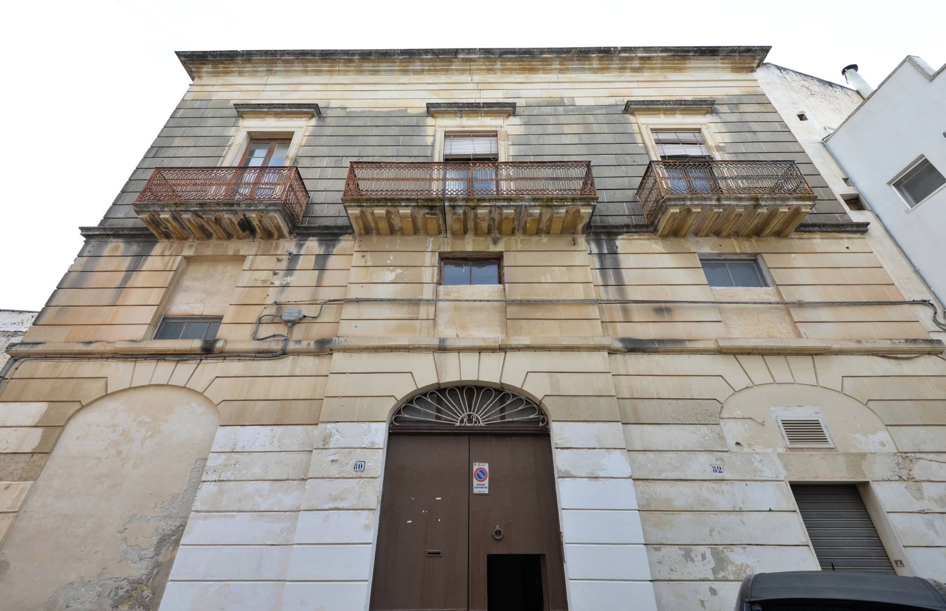Palazzo / Stabile in vendita a Galatina, 8 locali, prezzo € 185.000 | CambioCasa.it