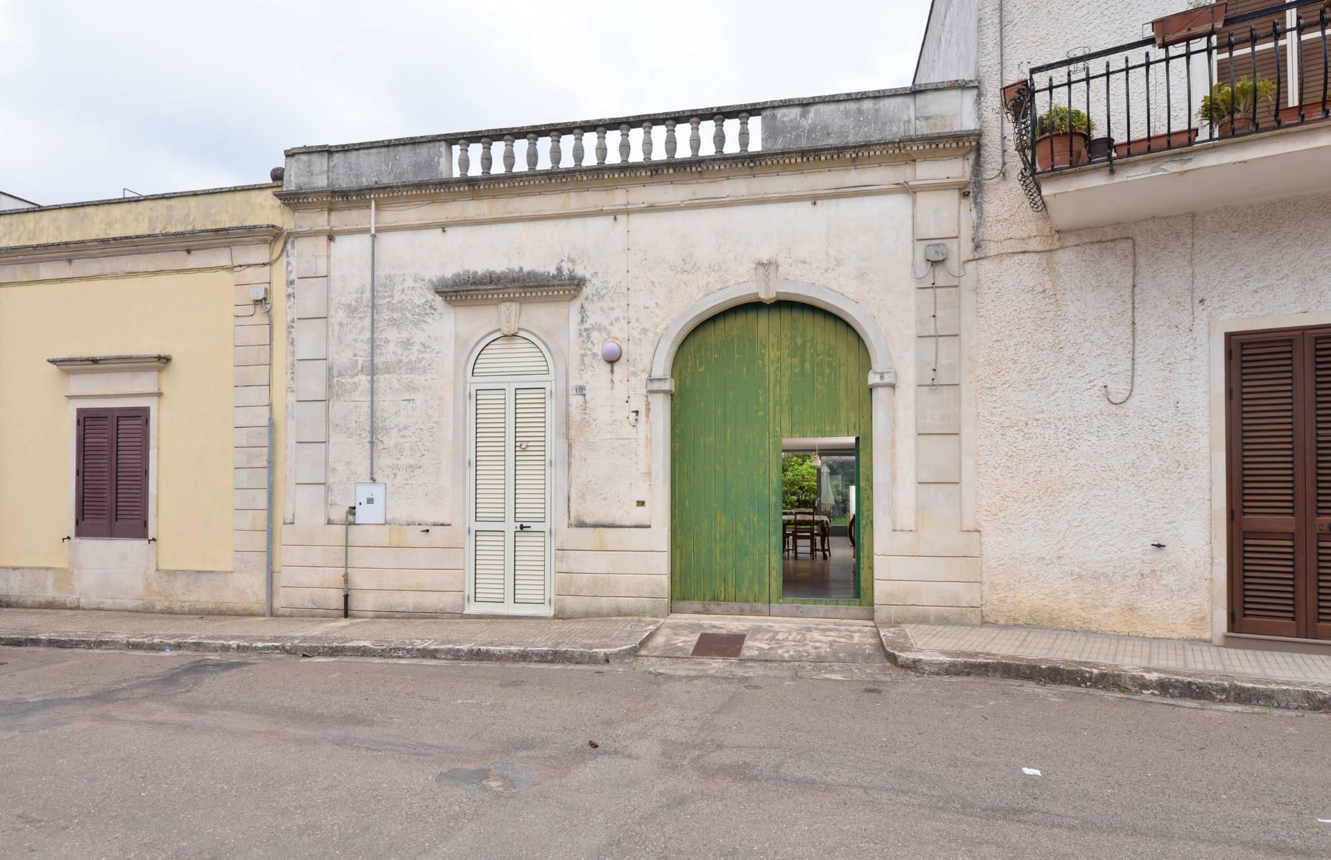 Soluzione Indipendente in vendita a Uggiano La Chiesa, 5 locali, prezzo € 155.000 | CambioCasa.it
